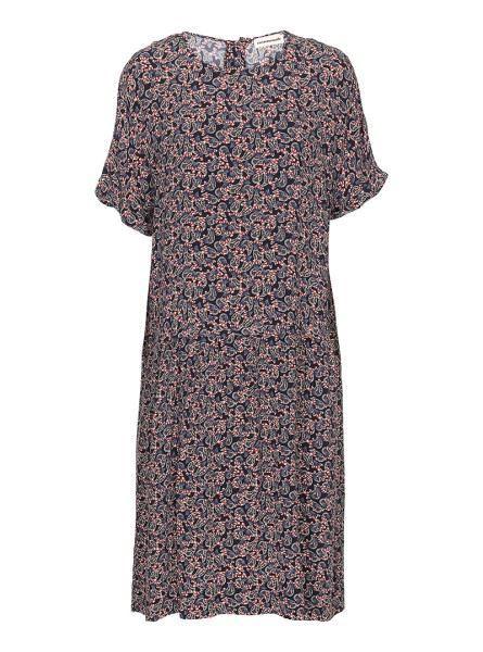 Feminin, flot kjole fra Custommade