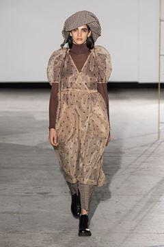 20557 kjole fra baum und pferdgarten